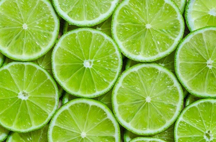 Gunakan gosokan jeruk nipis atau lemon untuk memutihkan kulit. (Foto: Shutterstock)